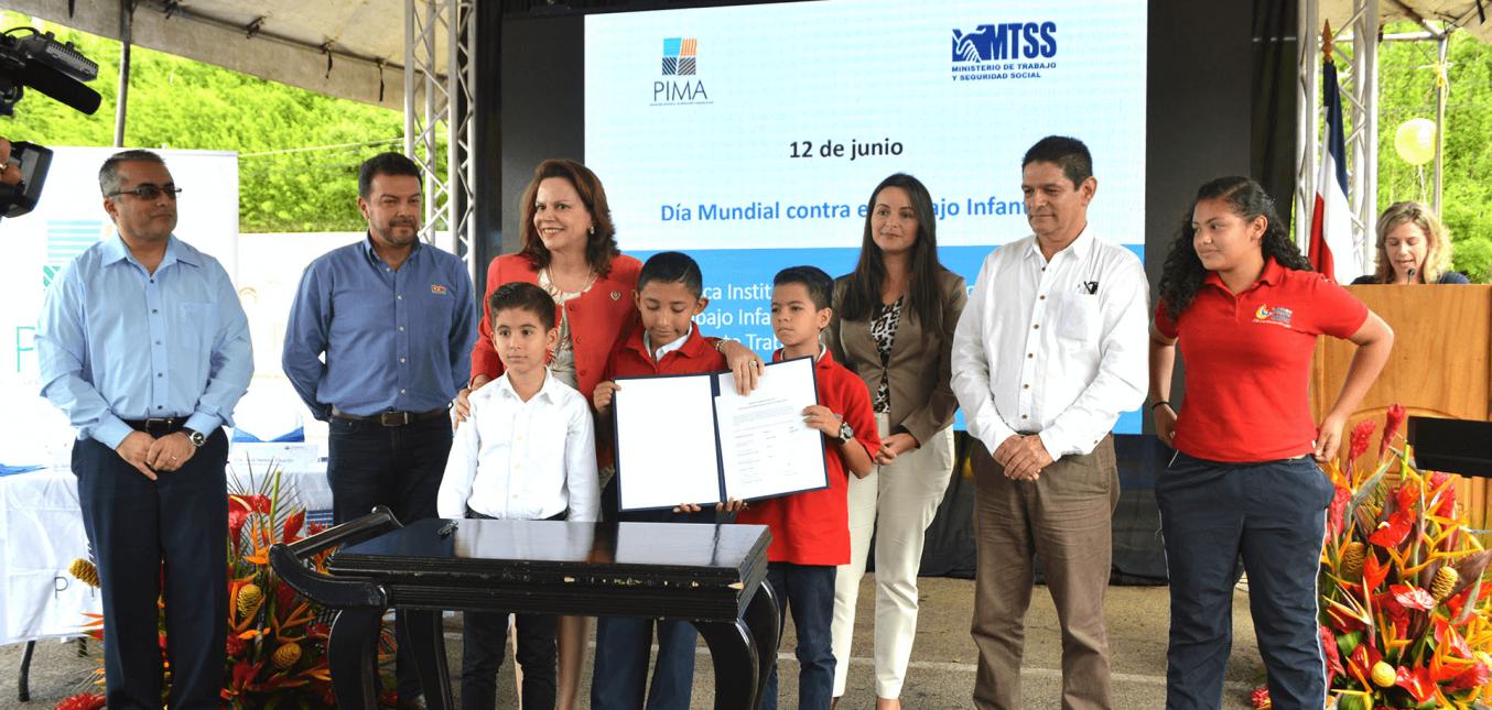 En conmemoración del Día Mundial contra el Trabajo Infantil MTSS y el PIMA firman política para la erradicación del trabajo infantil en el CENADA