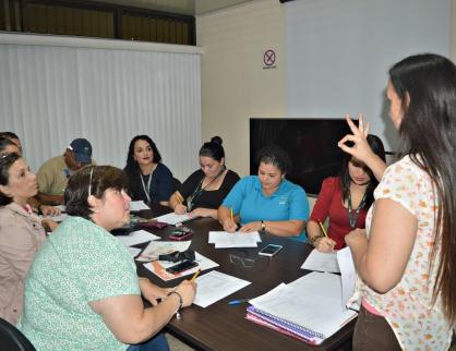 Funcionarios del PIMA aprenden Lenguaje de Señas Costarricense