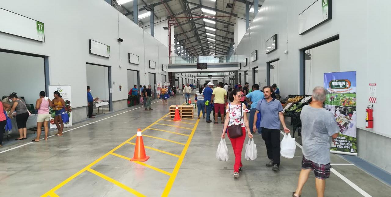 Más de 300 visitantes apoyaron a productores de la región en la 1era Feria Minorista Chorotega.